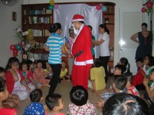 Fête de Noel avec les  enfants de notre quatier (4)